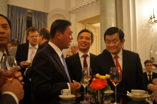 Staatspräsident aus Vietnam, Herr Truong Tan Sang (r.)